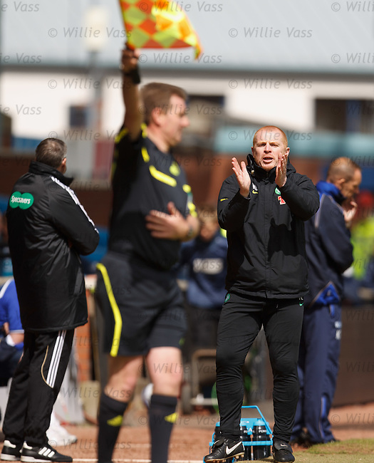 Neil Lennon applauding the linesman