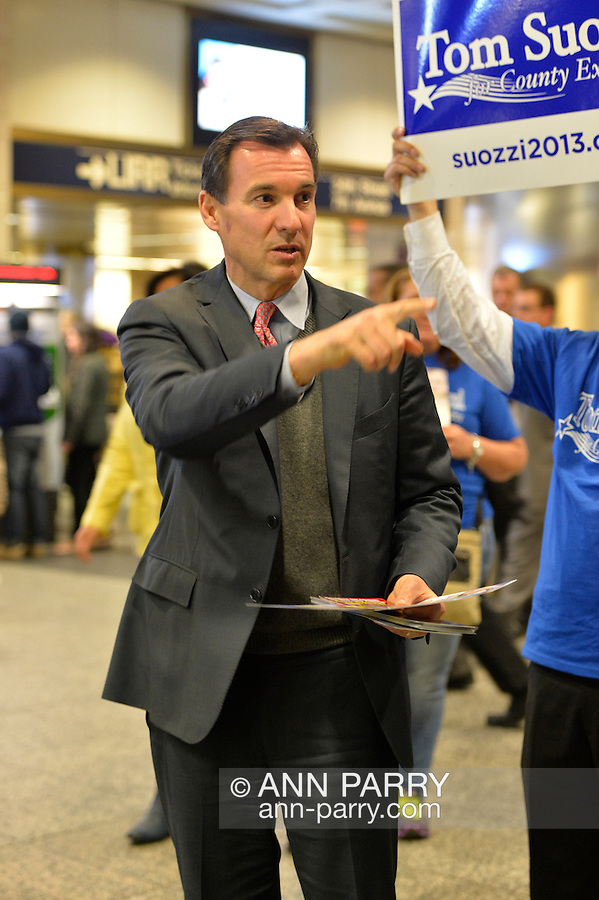 Manhattan, New York, U.S. 4th November 2013. TOM SUOZZI, Democratic candidate for Nassau County Executive, meets potential voters during his campaign stop at Penn Station, near end of 36 straight hours of barnstorming across Nassau County, leading up to the November 5 general election. Former Nassau County Executive Suozzi and incumbent Republican Mangano are once again facing each other as challengers.