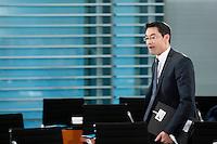 Bundeswirtschaftsminister und Vizekanzler Philipp Roesler (FDP) kommt am Dienstag (25.05.13) im Bundeskanzleramt in Berlin zum 6. Integrationsgipfel..Foto: Axel Schmidt/CommonLens