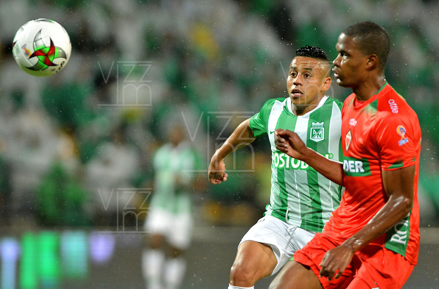 MEDELLÍN-COLOMBIA, 18-04-2019: Vladimir Hernández de Atlético Nacional y Jhon Arias de Patriotas Boyacá disputan el balón, durante partido de la fecha 16 entre Atlético Nacional y Patriotas Boyacá, por la Liga Águila I 2019, jugado en el estadio Atanasio Gigardot de la ciudad de Medellín. / Vladimir Hernandez of Atletico Nacional and Jhon Arias of Patriotas Boyacá vies for the ball, during a match of the 16th date between Atletico Nacional and Patriotas Boyacá, for the Aguila Leguaje I 2019 played at the Atanasio Girardot Stadium in Medellin city. / Photo: VizzorImage / León Monsalve / Cont.