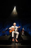 SÃO PAULO, SP, 01.11.2014 - SHOW PAULINHO DA VIOLA: O cantor e compositor Paulinho da Viola durante show de comemoração dos 50 anos de sua carreira, na noite deste sabado (01) no HSBC Brasil em São Paulo. (Foto: Levi Bianco - Brazil Photo Press)