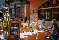 France, Alsace, Department Bas-Rhin, Strasbourg: Restaurant Au Bon Vivant and Restaurant Au Vieux Strasbourg at Rue du Maroquin | Frankreich, Elsass, Départements Bas-Rhin, Strassburg: Restaurant Au Bon Vivant und Restaurant Au Vieux Strasbourg in der Rue du Maroquin