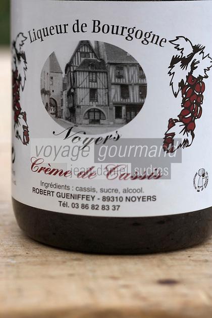 Europe/France/Bourgogne/89/Yonne/Noyers-sur-Serein les liqueurs et crèmes de fruits de Robert Gueniffrey liquoriste Crème de Cassis