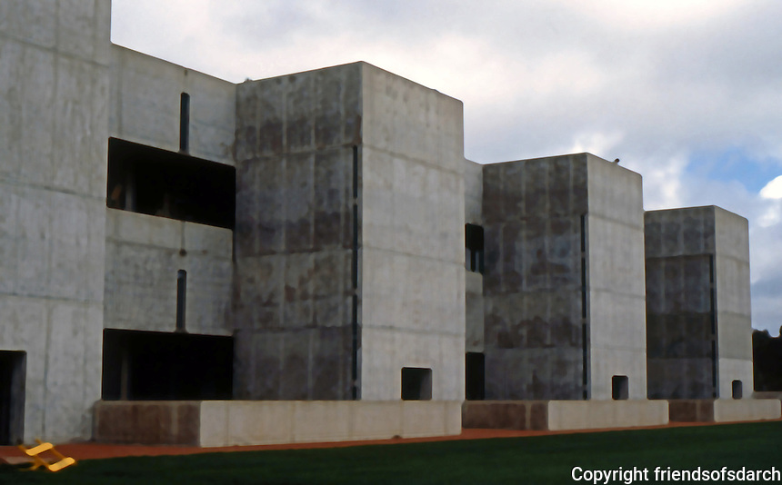 Louis I. Kahn: Salk Institute. Southern Wall. Brutalist style.Photo 2004.
