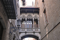 - Barcelona, Bridge of Sighs in Carrer del Bisbe, Barrio Gotico district....- Barcellona, Ponte dei Sospiri  in Carrer del Bisbe, quartiere del Barrio Gotico....