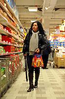 Roma.Ipermercato Coop Casilino.Natale.Vendita di prodotti natalizi..Coop Hypermarket Casilino. Roma. Sale of Christmas products...