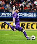 Nederland, Nijmegen, 10 mei 2012.Seizoen 2011/2012.Eredivisie.N.E.C.-Vitesse.Piet Veldhuizen keeper van Vitesse in actie met de bal