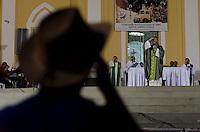 """JUAZEIRO DO NORTE, CE, 29.10.2013 – MISSA DE ABERTURA DA ROMARIA DE FINADOS : A Romaria de Finados de Juazeiro do Norte, teve abertura na noite desta terça feira (23) com uma missa para os romeiros que já se encontram na cidade e que foi realizada na Basílica de Nossa Senhora das Dores, com grande quantidade de fiéis. O tema da romaria este ano é: """"Com o Padre Cícero, somos Igreja peregrina que caminha para a Luz"""". O evento, que se estende até o próximo dia 2 de novembro, deve atrair público de 600 mil pessoas, de diversas localidades do Nordeste brasileiro, conforme previsão da Igreja Católica. . Foto: Levi Bianco - Brazil Photo Press."""
