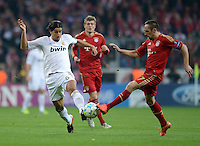 FUSSBALL   CHAMPIONS LEAGUE  HALBFFINAL HINSPIEL   2011/2012      FC Bayern Muenchen -Real Madrid          17.04.2012 Sami Khedira (li, Real Madrid) gegen Franck Ribery (FC Bayern Muenchen)