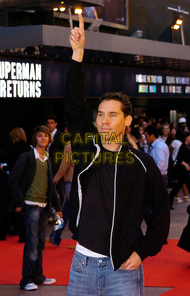 "BRYAN SINGER.""Superman Returns"" UK film premiere, Odeon Leicester Square, London, UK..July 13th, 2006.Ref: CAN.half length black top pointing finger arm in air.www.capitalpictures.com.sales@capitalpictures.com.©Capital Pictures"
