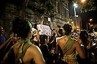 A lo largo de la calle Isla de Flores, una y otra vez, esta agrupacio?n de candombe compuesta por solamente tocadoras mujeres, despierta la pasio?n del pu?blico que las acompan?a con entusiasmo.  ..La Melaza.  Desfile de Llamadas 2009.  ...Along the Isla de Flores street, again and again, this group of candombe composed by only women drummers, awakens the passion of the bystanders that engage with joy and enthusiasm.  ..La Melaza.  The Llamadas parade 2009.