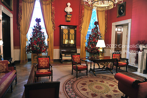 Washington, DC - December 2, 2009 -- Wide view of the Red Room of the White House showing its Christmas decorations in Washington, D.C. on Wednesday, December 2, 2009..Credit: Ron Sachs / CNP.(RESTRICTION: NO New York or New Jersey Newspapers or newspapers within a 75 mile radius of New York City)