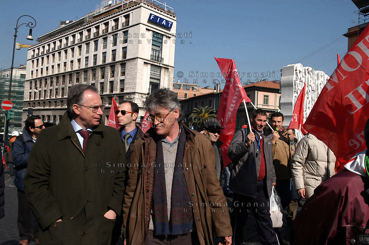 Roma, 11 Marzo 2005.Manifestazione nazionale dei lavoratori Fiat e dell'indotto per chiedere al Governo il rilancio del settore automobilistico. Il segretario della CGIL Gugliemo Epifani.Rome, 11 March 2005.National demonstration of Fiat workers and industries to ask the Government the revival of the automotive sector