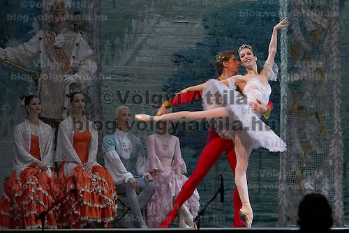 Guest stars Marianna Ryzhkina (front) and Andrei Yevdokimov (back), solists from the Russian Bolsoj dance main roles in The Nutcracker during the christmas holiday performance of the Hungarian National Ballet Company in in Budapest, Hungary on December 22, 2006. ATTILA VOLGYI