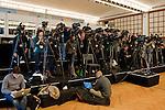 Medienschaffende, Fernsehkameras und Internet Journalisten waehrend der Medienkonferenz (Andreas Meier/EQ Images)