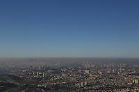 SAO PAULO, SP, 07.08.2014 - CLIMA TEMPO  - SAO PAULO - Vista da cidade de Sao Paulo a partir do Pico do Jaragua na regiao oeste de Sao Paulo nesta quinta-feira, 07. (Foto: William Volcov / Brazil Photo Press).