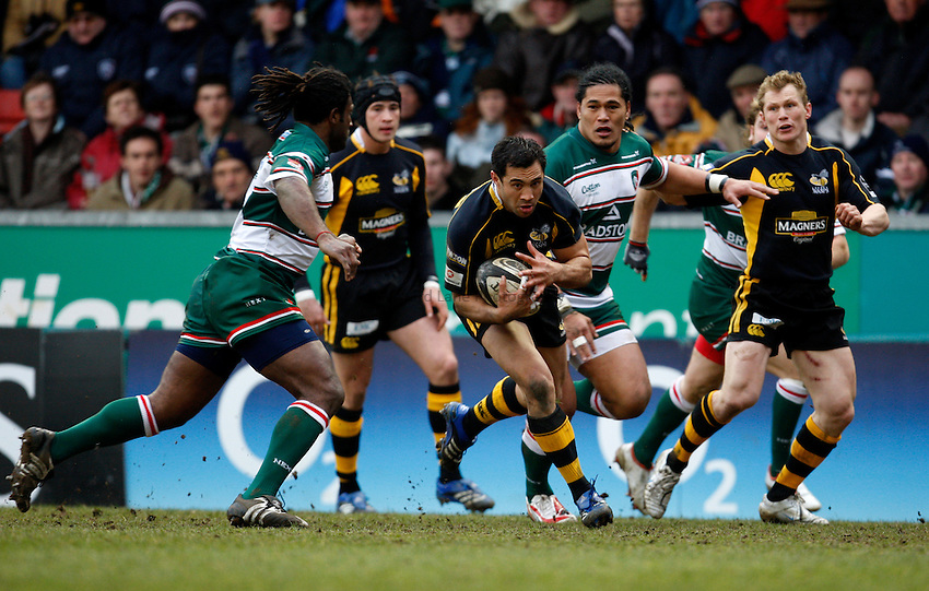 Photo: Richard Lane/Richard Lane Photography..Leicester Tigers v London Wasps. Guinness Premiership. 29/03/2008. Wasps' Riki Flutey attacks.