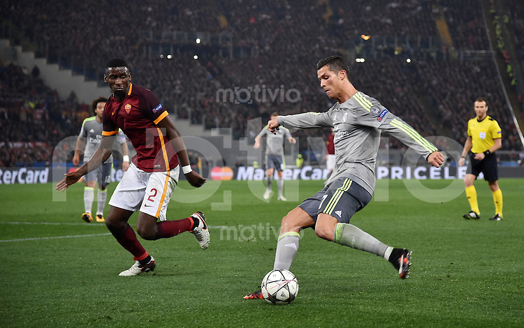 FUSSBALL CHAMPIONS LEAGUE  SAISON 2015/2016 ACHTELFINAL HINSPIEL AS Rom - Real Madrid                 17.02.2016 Cristiano Ronaldo (re, Real Madrid) gegen Antonio Ruediger (AS Rom)