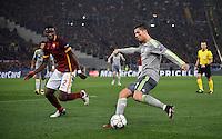FUSSBALL CHAMPIONS LEAGUE  SAISON 2015/2016 ACHTELFINAL HINSPIEL AS Rom - Real Madrid                 17.02.2016 Cristiano Ronaldo (re, Real Madrid) gegen Antonio Ruediger (AS Rom)