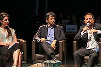 SÃO PAULO, SP, 15.12.2014 - FERNANDO HADDAD PARTICIPA DO GABINETE LIVRE NO CENTRO CULTURAL SÃO PAULO - A jornalista Fenanda Mena, o prefeito Fernando Haddad e o coordenador da Rede São Paulo Aberta participam do programa Gabinete Aberto, da Rede SP Saudável, na tarde desta segunda - feira (15), na zona sul de Sã Paulo. (Foto: Taba Benedicto/ Brazil Photo Press)