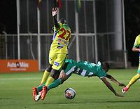 BOGOTÁ - COLOMBIA, 24-08-2018:Jaider Riquett (Der.) jugador de La Equidad  disputa el balón con Elacio Cordoba (Izq.) jugador del Atlético Huila durante partido por la fecha 6 de la Liga Águila II 2018 jugado en el estadio Metropolitano de Techo de la ciudad de Bogotá. /Jaider Riquett (R) player of La Equidad fights for the ball with Elacio Cordoba (L) player of Atletico Huila during the match for the date 6 of the Liga Aguila II 2018 played at the Metropolitano de Techo Stadium in Bogota city. Photo: VizzorImage / Felipe Caicedo / Staff.