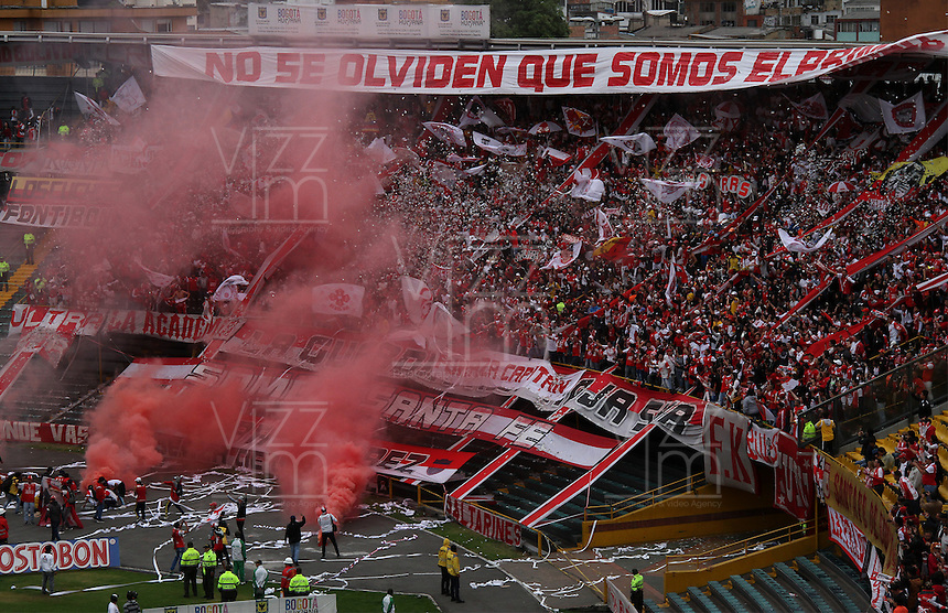 BOGOTA - COLOMBIA - 6-09-2015:  Hinchas de Independiente Santa Fe  alientan a su equipo contra  Millonarios     durante partido  por la fecha 10 de la Liga Aguila II 2015 jugado en el estadio Nemesio Camacho El Campin. / Independiente Santa Fe fans cheer for their team against Millonarios   during a match for the tenth  date of the Liga Aguila II 2015 played at Nemesio Camacho El Campin stadium in Bogota  city. Photo: VizzorImage / Felipe Caicedo / Staff.