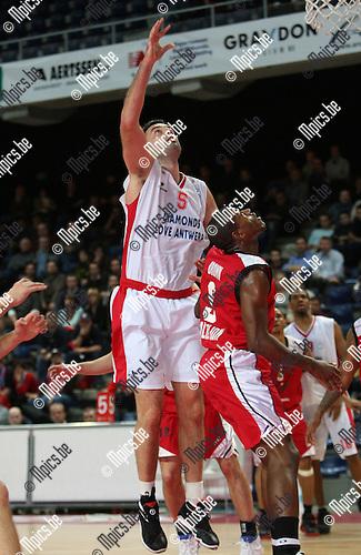 2008-01-08 / Basketbal / Uleb Cup / Antwerp Giants - Hapoel Galil Elyon / Yves Dupont (Antwerp)..Foto: Maarten Straetemans (SMB)
