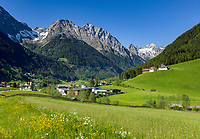 Italy, South Tyrol (Trentino - Alto Adige), Valle di Anterselva, Anterselva di Mezzo: village and Vedrette di Ries mountains | Italien, Suedtirol, Antholzer Tal, Antholz Mittertal: Dorf vor Rieserfernergruppe