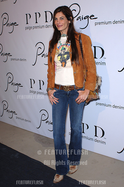 """Actress HILARY SHEPARD at the grand opening of """"Paige"""" Premium Denim store on Robertson Blvd., Los Angeles..November 17, 2005  Los Angeles, CA..© 2005 Paul Smith / Featureflash"""