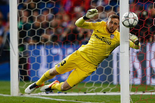 27.04.2016. Madrid, Spain.  Jan Oblak (13) Atletico Madrid makes a fine save to put the ball around the post. UEFA Champions League Champions League between Atletico de Madrid and Bayern Munich at the Vicente Calderon stadium in Madrid, Spain, April 27, 2016 .