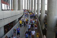 BRASÍLIA, DF, 30.06.2014 – COPA DO MUNDO FIFA – FRANÇA x NIGÉRIA – Movimentação de torcedores antes da partida entre França e Nigéria, válida pelas oitavas de final da Copa do Mundo de Futebol, no Estádio Nacional Mané Garrincha em Brasília, na tarde desta segunda-feira, 30. (Foto: Ricardo Botelho / Brazil Photo Press)
