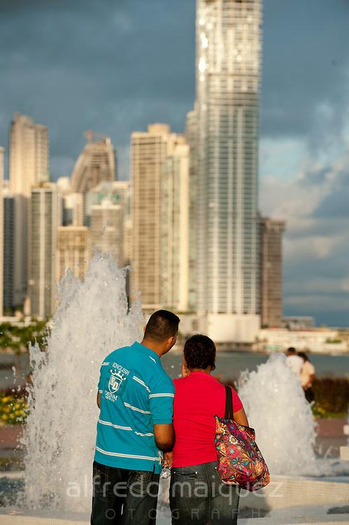 Couple at fountain. Cinta Costera bayside road, Panama City, Panama, Central America.