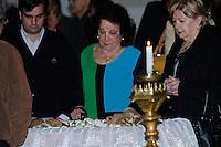 ATENCAO EDITOR IMAGENS EMBAGADAS PARA VEICULOS INTERNACIONAIS - <br /> A atriz Lolita Rodrigues comparece ao vel&oacute;rio do corpo da apresentadora Hebe Camargo, no Pal&aacute;cio dos Bandeirantes, sede do Governo do Estado de S&atilde;o Paulo, na capital paulista, neste s&aacute;bado. Hebe morreu hoje aos 83 anos, de parada card&iacute;aca, na sua casa no bairro do Morumbi, na capital paulista. Diagnosticada com c&acirc;ncer no perit&ocirc;nio em janeiro de 2010, ela lutava contra a doen&ccedil;a desde ent&atilde;o. (FOTO: ADRIANA SPACA / BRAZIL PHOTO PRESS).