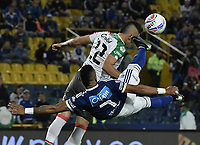 BOGOTA - COLOMBIA, 22-09-2018: Ayron del Valle (Izq) jugador de Millonarios disputa el balón con Israel Alba (Der) jugador de Once Caldas durante partido por la fecha 11 de la Liga Águila II 2018 jugado en el estadio Nemesio Camacho El Campin de la ciudad de Bogotá. / Ayron del Valle (L) player of Millonarios fights for the ball with Israel Alba (R) player of Once Caldas during the match for the date 11 of the Liga Aguila II 2018 played at the Nemesio Camacho El Campin Stadium in Bogota city. Photo: VizzorImage / Gabriel Aponte / Staff.
