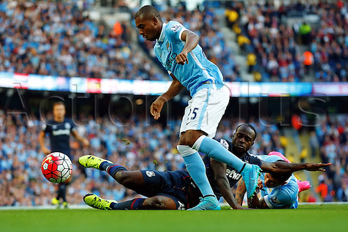 19.09.2015. Manchester, England. Barclays Premier League. Manchester City versus West Ham. Jesus Navas of Manchester City wins the ball from Victor Moses of West Ham United