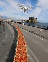 Pizza da Record sul lungomare di napoli  <br /> 2 kilometri di pizza cotta legna per la quale sono stati usati:<br />  2000 Kg di Farina, 1600 kg di pomodoro, 2000 kg di fiordilatte,200 litri d'olio e 1500 litri di acqua