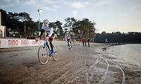 Mathieu Vanderpoel (NLD/BKCP-Powerplus) near the lake during recon<br /> <br /> Zilvermeercross 2014