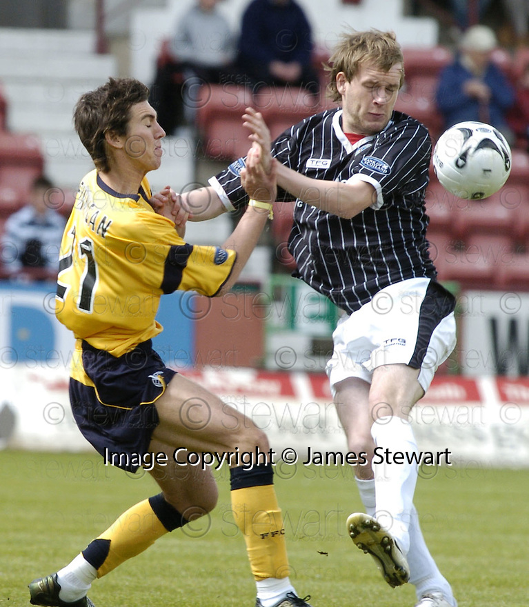 19/05/2007       Copyright Pic: James Stewart.File Name : sct_jspa01_dunfermline_v_falkirk.CARL FINNEGAN AND SCOTT MUIRHEAD CHALLENGE....James Stewart Photo Agency 19 Carronlea Drive, Falkirk. FK2 8DN      Vat Reg No. 607 6932 25.Office     : +44 (0)1324 570906     .Mobile   : +44 (0)7721 416997.Fax         : +44 (0)1324 570906.E-mail  :  jim@jspa.co.uk.If you require further information then contact Jim Stewart on any of the numbers above.........