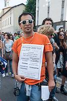 Undicesima edizione della May Day parade, la manifestazione dell&rsquo;orgoglio precario che ogni primo maggio invade le strade di Milano. <br /> Lavoratori precari che chiedono condizioni contrattuali migliori, meno lavoro precario, il riuso abitativo di immobili liberi. <br /> Criticano l'accordo tra Expo 2015 e sindacati confederali, il job act ed il piano casa del governo Renzi - Eleventh edition of the May Day parade, the event of pride precarious that any of 1st May invades the streets of Milan. Temporary workers asking for better contractual conditions, less precarious work and the reuse of free buildings for housing. They criticize the agreement between trade union confederations and Expo 2015, the job act and the house plan of the government Renzi.