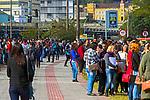 Pessoas desempregadas na fila do Feirao do Emprego em Florianopolis. Santa Catarina. 2016. Foto de Andre Arcenio.