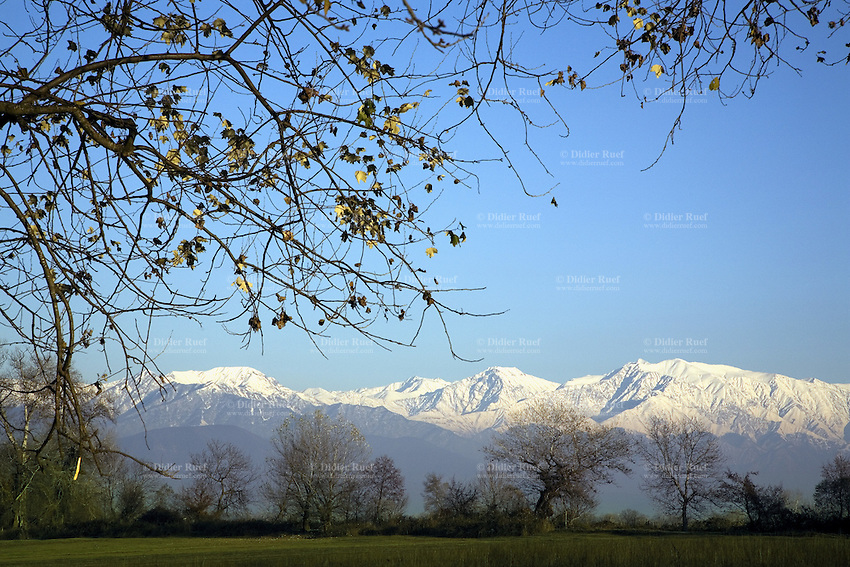 Azerbaijan. Sheki Region. Sheki. Late afternoon. View on   the Great Caucasus mountains covered with snow and the green fields. © 2007 Didier Ruef