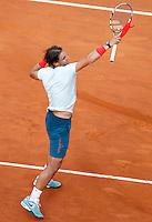 Lo spagnolo Rafael Nadal esulta durante gli Internazionali d'Italia di tennis a Roma, 18 Maggio 2013..Spain's Rafael Nadal celebrates during the Italian Open Tennis tournament ATP Master 1000 in Rome, 18 May 2013.UPDATE IMAGES PRESS/Isabella Bonotto