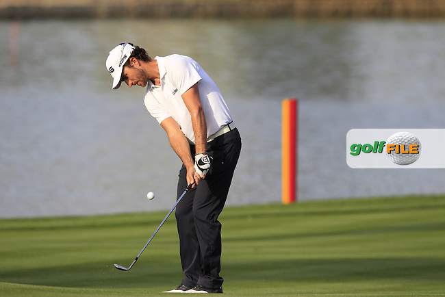 Alejandro Canizares (ESP) chips onto the 5th green during Thursday's Round 1 of the Omega Dubai Desert Classic 2014 held at the Emirates Golf Club, Dubai. 30th January 2014.<br /> Picture: Eoin Clarke www.golffile.ie