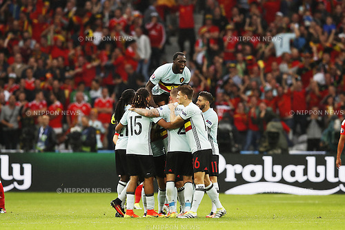 Belgium team group (BEL), JULY 1, 2016 - Football / Soccer : Belgium team group celebrate after Nainggolan's goal on UEFA EURO 2016 Quarter-finals match between Wales 3-1 Belgium at the Stade Pierre Mauroy in Lille Metropole, France. (Photo by Mutsu Kawamori/AFLO) [3604]