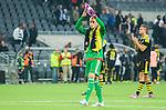 ***BETALBILD***  <br /> Stockholm 2015-05-25 Fotboll Allsvenskan Djurg&aring;rdens IF - AIK :  <br /> AIK:s m&aring;lvakt Patrik Carlgren tackar AIK:s supportrar efter matchen mellan Djurg&aring;rdens IF och AIK <br /> (Foto: Kenta J&ouml;nsson) Nyckelord:  Fotboll Allsvenskan Djurg&aring;rden DIF Tele2 Arena AIK Gnaget depp besviken besvikelse sorg ledsen deppig nedst&auml;md uppgiven sad disappointment disappointed dejected