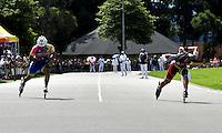 BOGOTA - COLOMBIA - 29-01-2017: Johan Barrera (Der.), patinador de Salud Club de Bogota, gana la prueba de los 100 metros Juvenil Varones, en la IV Valida Nacional Interclubes de Carreras 2017 en el Patinodromo El Salitre de la ciudad de Bogota. / Johan Barrera (R), skater of Salud Club de Bogota, wins the test of the 100 meters Junior Men as part of the IV Interclubs National Valid of Speed Race 2017 at El Salitre Patinodromo in Bogota city Photo: VizzorImage / Luis Ramirez / Staff.