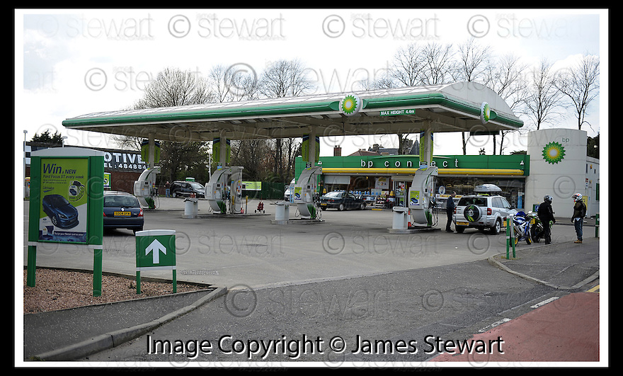 27/04/2008   Collect Pic: James Stewart.File Name : sct_jspa06_ineos.THE BP PETROL STATION, JUST YARDS AWAY FROM THE INEOS PLANT, WITH ONLY A HANDFUL OF CUSTOMERS...  DRIVERS IN CENTRAL SCOTLAND SEEM TO BE TAKING THE ADVICE ON NOT PANIC BUYING....James Stewart Photo Agency 19 Carronlea Drive, Falkirk. FK2 8DN      Vat Reg No. 607 6932 25.Studio      : +44 (0)1324 611191 .Mobile      : +44 (0)7721 416997.E-mail  :  jim@jspa.co.uk.If you require further information then contact Jim Stewart on any of the numbers above........