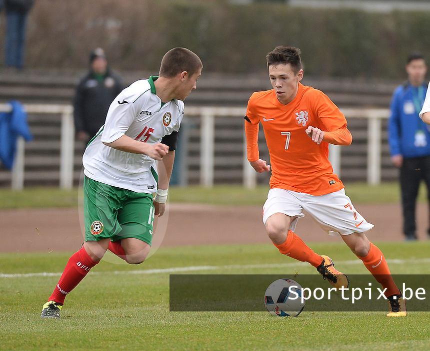 20160324 - Buderich , GERMANY : Dutch Mitchell Van Bergen (R) and Bulgarian Denis Buchev (L) pictured during the soccer match between the under 17 teams of The Netherlands and Bulgaria , on the first matchday in group 4 of the UEFA Under17 Elite rounds in Buderich , Germany. Thursday 24th March 2016 . PHOTO DAVID CATRY