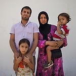13 septiembre 2015. Nador. Marruecos.<br /> Adlah Alahmad, de 25 a&ntilde;os, y su marido Mohammed Amin Shiz, de 31 a&ntilde;os, posan en Nador (Marruecos) con sus dos hijas, Fatima, de 7 a&ntilde;os, y Yasir, de 6 a&ntilde;os. La familia huy&oacute; de Siria perdiendo todos sus bienes y ahora esperan poder entrar en Melilla. La ONG Save the Children exige al Gobierno espa&ntilde;ol que tome un papel activo en la crisis de refugiados y facilite el acceso de estas familias a trav&eacute;s de la expedici&oacute;n de visados humanitarios en el consulado espa&ntilde;ol de Nador. Save the Children ha comprobado adem&aacute;s c&oacute;mo muchas de estas familias se han visto forzadas a separarse porque, en el momento del cierre de la frontera, unos miembros se han quedado en un lado o en el otro. Para poder cruzar el control, las mafias se aprovechan de la desesperaci&oacute;n de los sirios y les ofrecen pasaportes marroqu&iacute;es al precio de 1.000 euros. Diversas familias han explicado a Save the Children c&oacute;mo est&aacute;n endeudadas y han tenido que elegir qui&eacute;n pasa primero de sus miembros a Melilla, dejando a otros en Nador.  &copy; Save the Children Handout/PEDRO ARMESTRE - No ventas -No Archivos - Uso editorial solamente - Uso libre solamente para 14 d&iacute;as despu&eacute;s de liberaci&oacute;n. Foto proporcionada por SAVE THE CHILDREN, uso solamente para ilustrar noticias o comentarios sobre los hechos o eventos representados en esta imagen.<br /> Save the Children Handout/ PEDRO ARMESTRE - No sales - No Archives - Editorial Use Only - Free use only for 14 days after release. Photo provided by SAVE THE CHILDREN, distributed handout photo to be used only to illustrate news reporting or commentary on the facts or events depicted in this image.
