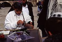 ISRAELE Gerusalemme Ebreiin preghiera al Muro del pianto  Cerimonia religiosa